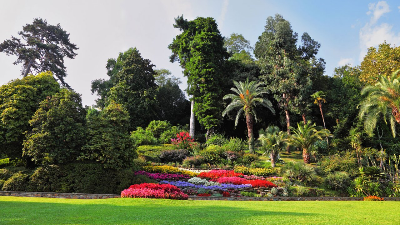 Villa Carlotta lakefront garden