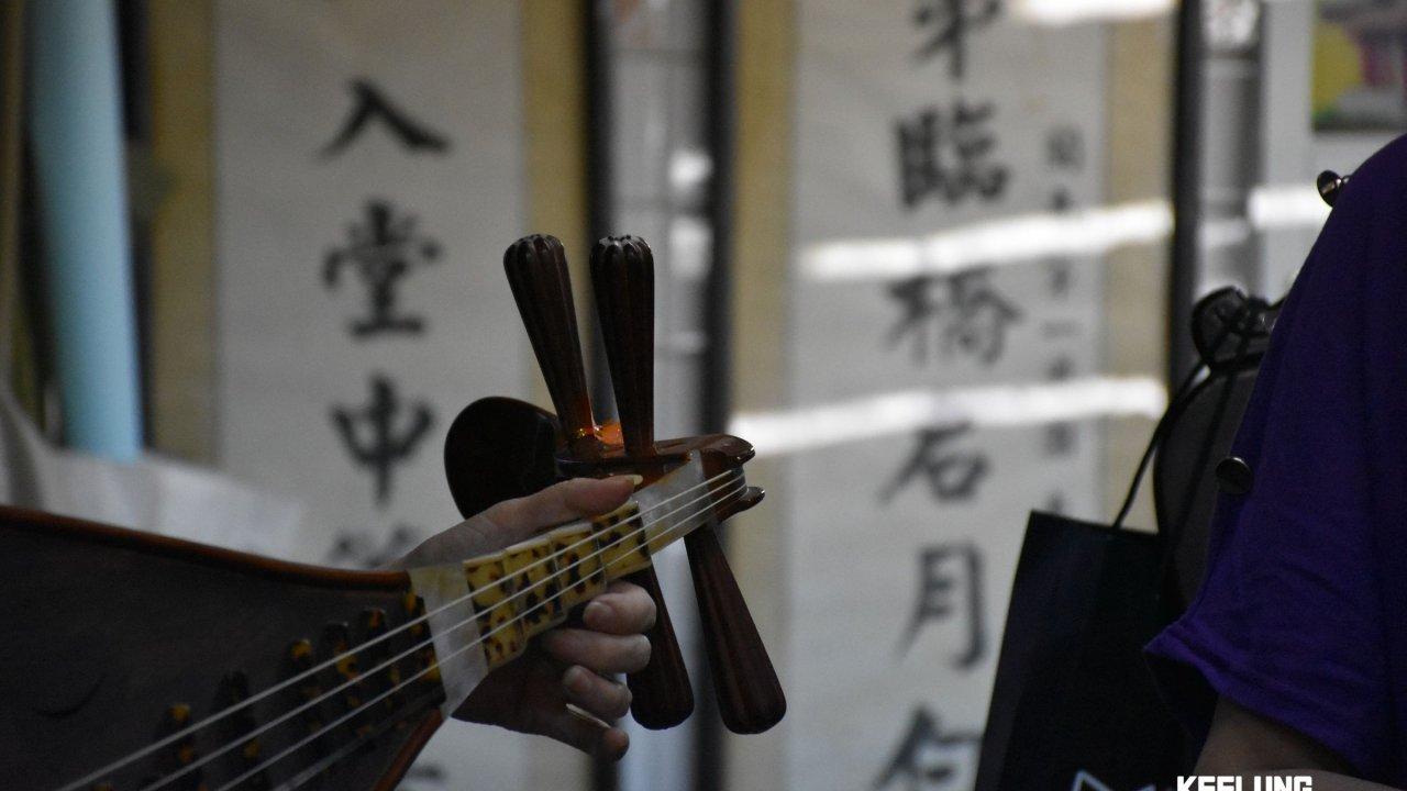 Enjoying traditional Beiguan music!