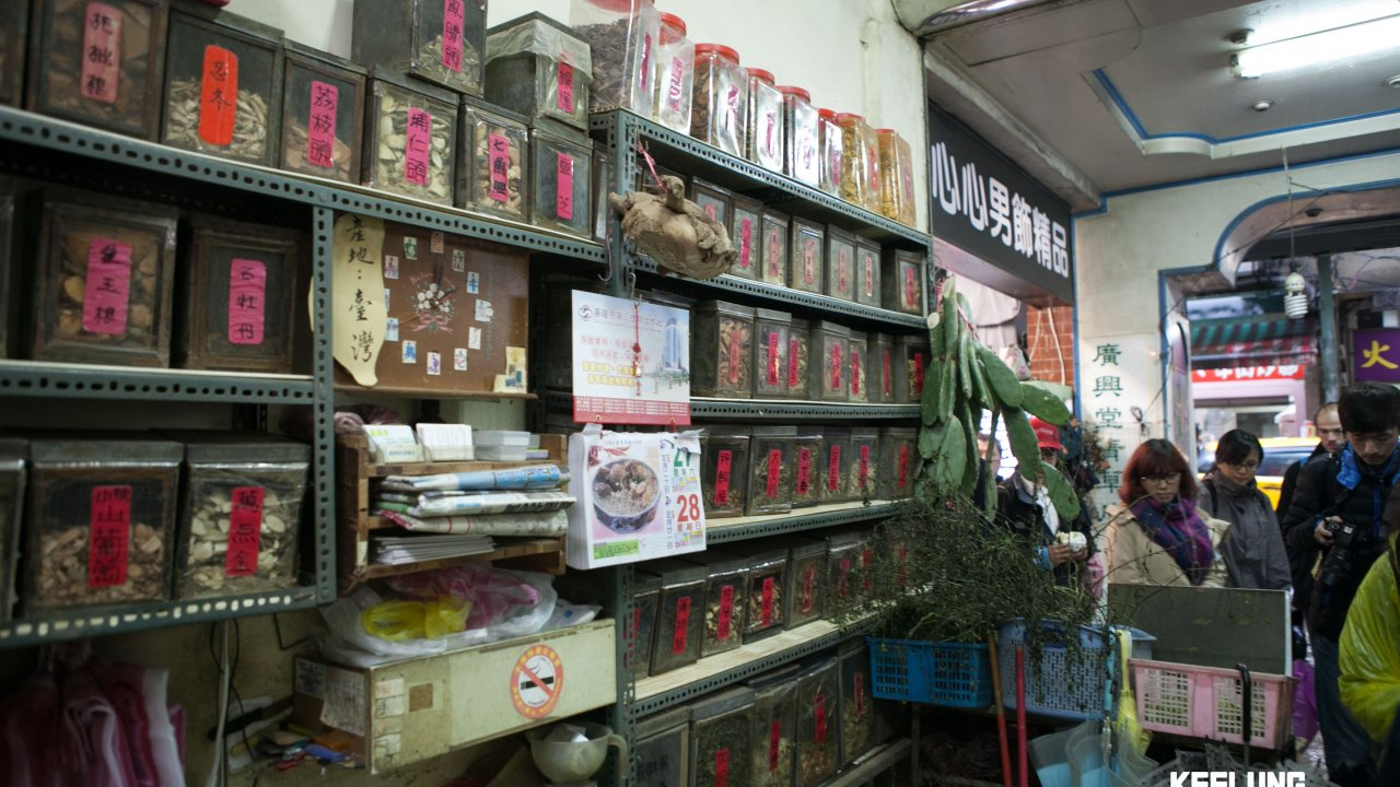 Visiting a traditional tea shop on Herb Alley!